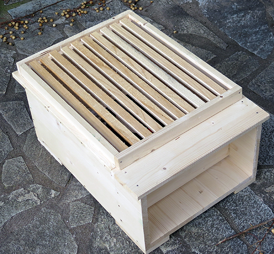 Copy of an early version of a Langstroth brood box complete with porch